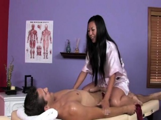 Sexy Tia gives hot massage
